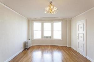 schone lege appartementkamer. foto