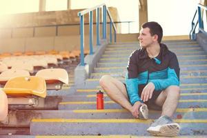 sportman op het stadion foto