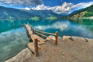 houten pier op de berg als foto