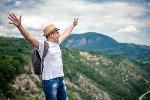 succes bovenop de berg foto