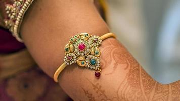 Zuid-Indiase bruid arm sieraden foto