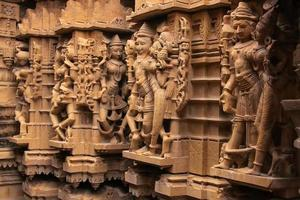 decoratief snijwerk van jain tempels, jaisalmer, india foto