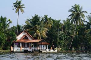 landelijke kerk op alappuzha backwaters, Zuid-india, kerala, unesco foto