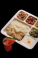 Indiase vegetarische thali. foto