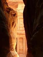 al khazneh of de schatkamer van petra. foto