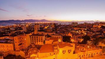 oude stad van cagliari (hoofdstad van Sardinië) in de zonsondergang foto