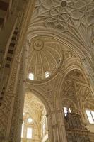 interieur kathedraal-moskee van cordoba foto