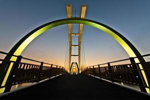 voetgangersbrug foto