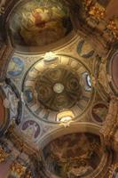 gewelfde plafonds in de kapel van de opstanding wroclaw foto