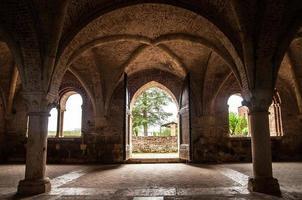 interieur deel van de abdij van San Galgano foto
