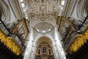 binnenaanzicht van la mezquita cath foto
