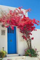 traditionele Griekse deur op sifnos eiland, Griekenland foto
