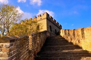 grote muur oplopende trappen bij mutianyu foto