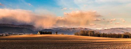 verlaten boerderij op het platteland foto