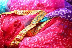 Indiase bandhej saree doek stof textuur foto
