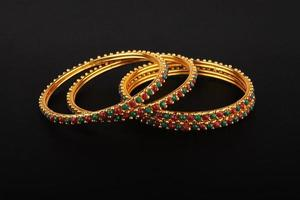 gouden armbanden foto