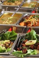 Indiase keuken - zes gerechten in een restaurant. foto