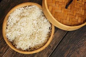 idiyapam gestoomde rijstnoedels foto