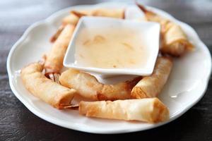 gebakken loempia ook wel bekend als eggroll foto