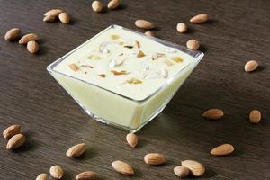 basundi is een rijk en heerlijk dessert van maharashtra, gujara foto
