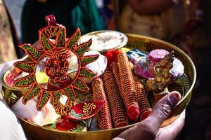 traditioneel ingerichte Indiase Lord Ganesha pooja bord foto