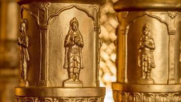 Indiase geïmproviseerde gouden hindoeïstische 'tempel' die wordt gebruikt voor bruiloften foto