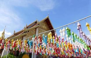 kleurrijke papieren lantaarndecoratie voor yeepeng festival foto