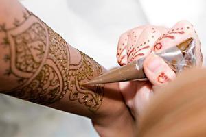 henna aanbrengen foto