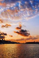 hangende brug van Biskaje bij zonsondergang foto