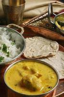 kadhi pakori - een gerecht uit gujarat foto