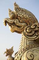 close-up tempelgravures en standbeelden foto