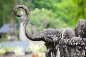 kunstenstandbeeld in de tempel Thailand, Laos. foto