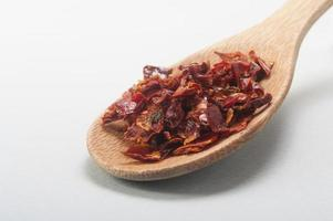 Spaanse peper in houten lepel foto