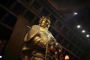 standbeeld van algemene che kung-tempel in shatin foto