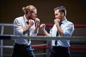 zakenlieden vechten foto