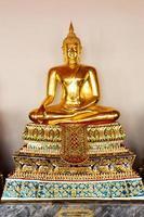 Boeddha sculture zitten in meditatie foto