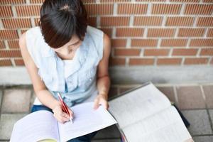jonge vrouw op school foto