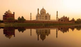 zonsondergang bij de Taj Mahal foto