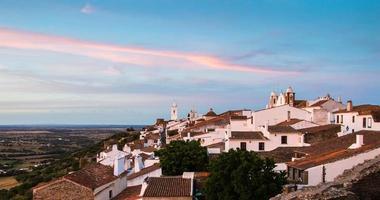 Monsaraz dorp in Portugal in de schemering.