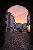 het stadscentrum van ibiza bij zonsondergang, eivissa spanje