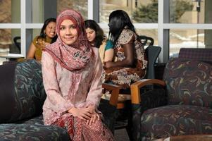 portret van jonge moslimvrouw foto