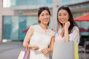 vrolijke Koreaanse shoppers foto