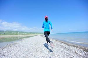 atleet draait op zee foto