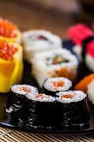 Japanse sushi, oosterse zeevruchten foto