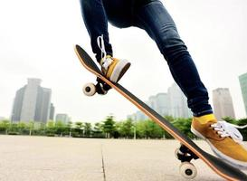 skateboarden vrouw foto
