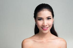 portret van mooie Aziatische vrouw foto