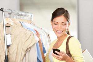 moderne vrouw winkelen foto
