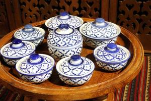 sluit omhoog witte ceramische schotel, Thailand foto