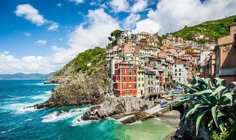 Riomaggiore vissersdorp in Cinque Terre, Ligurië, Italië foto