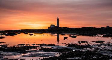 Saint Mary's Island en vuurtoren zonsopgang foto